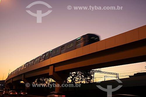 Assunto: Trem passando sobre o viaduto do Metro na Praça da Bandeira (Praça da Bandeira) / Local: Rio de Janeiro - RJ - Brasil  / Data: 20/07/2010