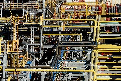 Assunto: Detalhe dos canos do navio-plataforma de petróleo FPSO Fluminense da Shell  / Local:  Bacia de Campos - RJ - Brasil  / Data: 06/2010
