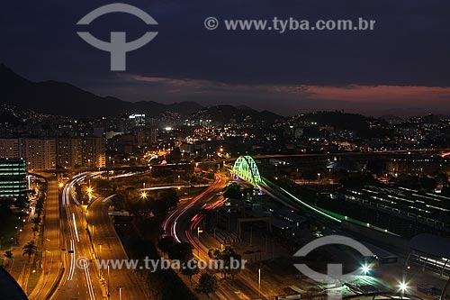 Assunto: Aérea noturna da Cidade do Rio de Janeiro, tendo como destaque o viaduto do metrô e o viaduto dos marinheiros. / Local: Rio de Janeiro RJ / Data: 02/08/2010