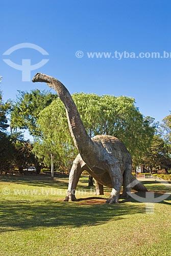 Assunto: Reconstituição do Titanossauro (Uberatitan robeiroi), do qual foram encontrados muitos ossos fósseis na região  / Local:  Museu dos Dinossauros - Peirópolis - Uberaba - Minas Gerais - MG  / Data: 07/2010