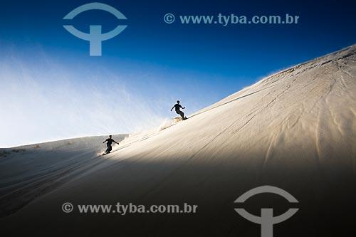 Assunto: Sandboard nas dunas da Praia da Ribanceira / Local: Imbituba - Santa Catarina (SC) - Brasil / Data: 20/06/2009