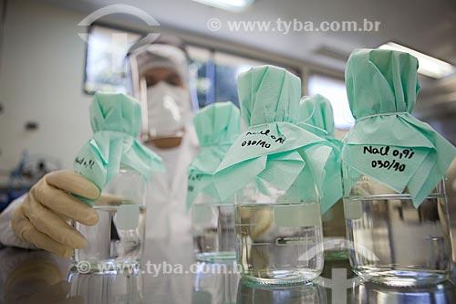 Assunto: Preparo de Soluções no Complexo Tecnológico de Vacinas da Fundação Oswaldo Cruz  / Local:  Rio de Janeiro - RJ - Brasil  / Data: 02/09/2010