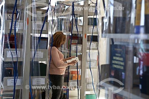 Assunto: Pesquisadora na Biblioteca do Hospital de Bonsucesso / Local: Bonsucesso - Rio de Janeiro (RJ) - Brasil / Data: 08/2010