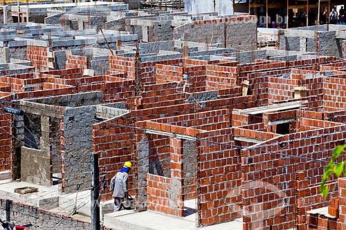 Assunto: Construção Civil - Operários construindo novo conjunto habitacional na Ilha de Deus   / Local:  Recife - Pernambuco  / Data: 10/2010
