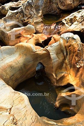 Buracos no rio Ribeirão da Guinda usados por mineradores por conterem cascalho com chance de ocorrência de ouro e diamante  - Diamantina - Minas Gerais - Brasil