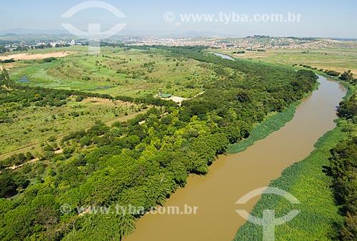 Assunto: Vista aérea do Rio Paraíba com mata ciliar  / Local:  Guaratinguetá - Sao Paulo - SP- Brasil  / Data: 10/03/2006