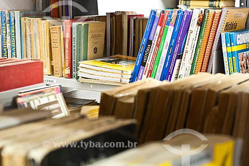 Assunto: Livros na Biblioteca do Colégio Cenecista Dr. Júlio César Ribeiro Neves / Local: Concórdia - Santa Catarina (SC) - Brasil / Data: 11/05/2010