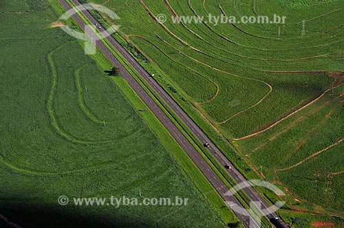 Assunto: Vista aérea da Rodovia SP-300 (Rodovia Marechal Rondon) na cidade de Lins  / Local:  Lins - São Paulo - SP  / Data: 02/2009