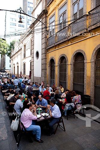 Assunto: Pessoas almoçando na Rua do Ouvidor  / Local:  Rua do Ouvidor, Centro - Rio de Janeiro  / Data: 08/2010