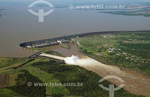 Assunto: Vista aérea da Usina Hidrelétrica de Itaipu  / Local:  Foz do Iguaçu - Paraná - PR  / Data: 11/2009