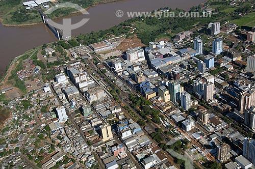 Assunto: Vista aérea da cidade de Ciudad del Este - Ponte da Amizade  / Local:  Ciudad del Este - Paraguai  / Data: 11/2009