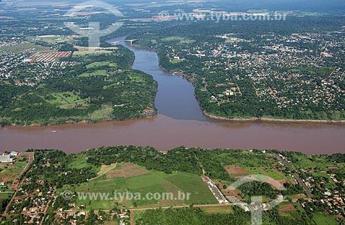 Assunto: Vista aérea das três fronteiras - Ciudad del Este - Paraguai (embaixo), Puerto Iguazu - Argentina (direita) e Foz do Iguaçu (esq.)  / Local:  Foz do Iguaçu - Paraná - PR  / Data: 11/2009