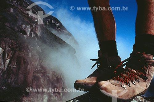 Assunto: Detalhe das botas de um alpinista  / Local:  Parque Estadual Marumbi - Paraná - PR - Brasil  / Data: 2009
