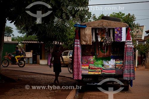 Assunto: Caminhão vendendo redes e panos na cidade de Tucumã  / Local:   Pará  - Brasil  / Data: 01/11/2010