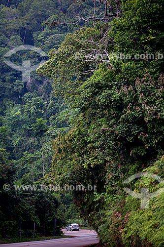 Assunto: Carro em estrada na Floresta Nacional Carajás  / Local:  próximo à Parauapebas - Pará  - Brasil  / Data: 31/10/2010