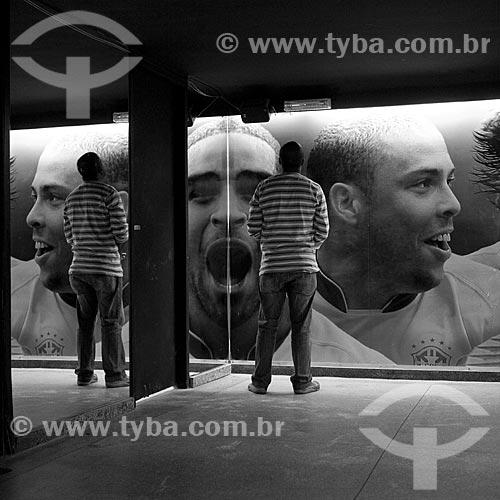 Assunto: Turistas em visita ao Hall da Fama do Estádio Jornalista Mário Filho - Maracanã  / Local:  Rio de Janeiro - RJ - Brazil  / Data: 06/2010