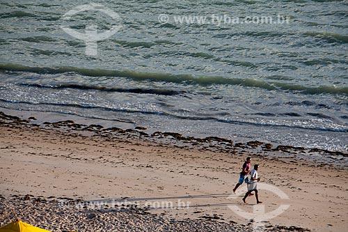 Assunto: Homens correndo na Praia de Ponta Verde   / Local:  Maceió - Alagoas - AL  / Data: 2011