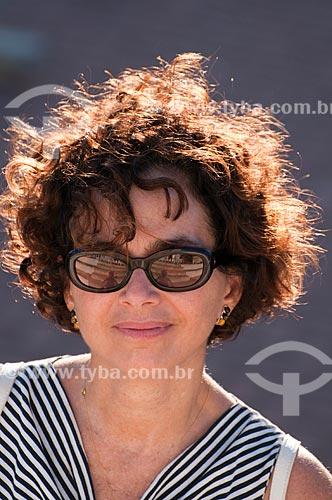 Assunto: Mulher de blusa listrada  / Local:  Maceió - Alagoas  / Data: 2011