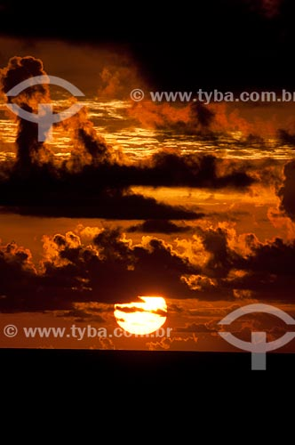 Assunto: Nascer do sol na Praia de Pajuçara  / Local:  Maceió - Alagoas  / Data: 2011