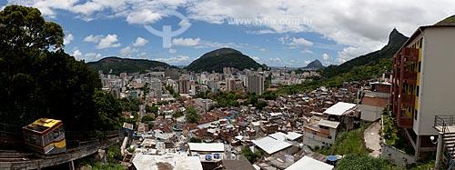 Assunto: Vista Panorâmica da favela Santa Marta com o bairro de botafogo ao fundo  / Local:  Rio de Janeiro - RJ - Brasil  / Data: 2011