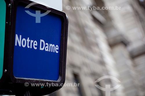 Assunto: Placa sinalizando Notre Dame  / Local:  Place: Paris - França  / Data: 11/2010