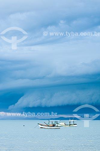 Assunto: Tempestade se aproximando da Praia de Zimbros / Local: Bombinhas - Santa Catarina (SC) - Brasil / Data: 05/01/2011