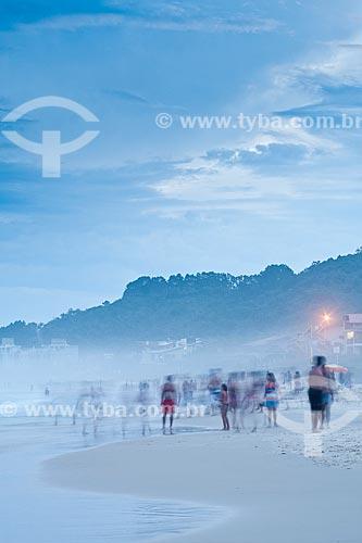 Assunto: Por do sol na Praia de Quatro Ilhas / Local: Bombinhas - Santa Catarina (SC) - Brasil / Data: 09/01/2011