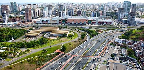 Assunto: Vista aérea da Avenida Paralela com o Salvador Shopping ao fundo  / Local:  Salvador - Bahia - BA  / Data: 01/2011