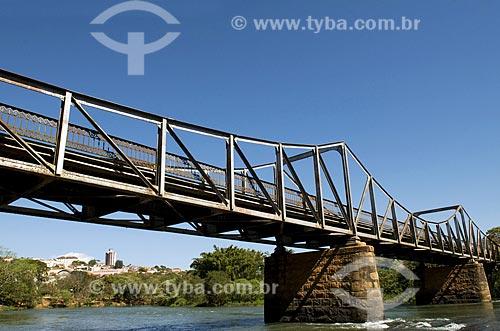 Assunto: Ponte Euclides da Cunha sob o Rio Pardo na cidade de São José do Rio Pardo  / Local:  São José do Rio Pardo - São Paulo - SP  / Data: 08/2009