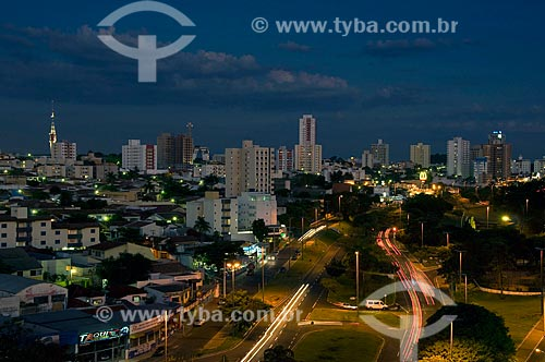 Assunto: Vista panorâmica da cidade de Bauru à noite - Parque Vitória Régia  / Local:  Bauru - SP  / Data: 04/2010