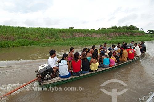 Assunto: Ribeirinhos de comunidade vizinha chegando à comunidade Boca do Mamirauá  / Local:  Reserva de Desenvolvimento Sustentável Mamirauá - Amazonas - AM - Brasil  / Data: 2007