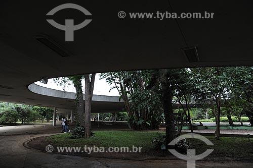 Assunto: Grande Marquise do Museu de Arte Moderna no Parque do Ibirapuera - Projeto Arquitetônico de Oscar Niemeyer e Paisagístico de Roberto Burle Max  / Local:  São Paulo - SP  / Data: 2010