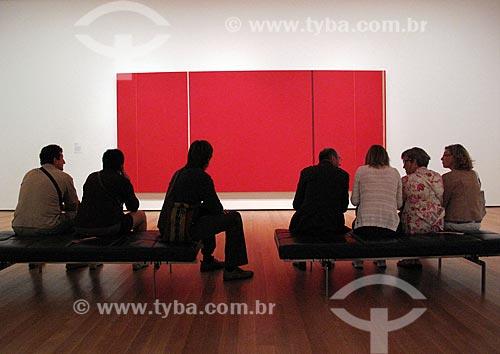 Assunto: Interior do MoMa - Museu de Arte Moderna de Nova Iorque - Quadro abstrato de Barnett Newman / Local: Nova Iorque - Estados Unidos da América - EUA / Data: 09/2009