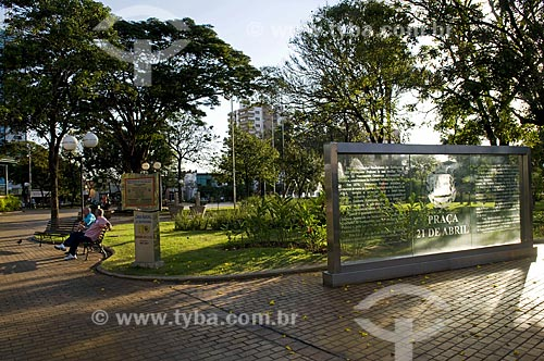 Assunto: Painel de vidro na praça 21 de Abril - centro da cidade / Local: Sertãozinho - São Paulo - SP - Brasil  / Data: 08/2009