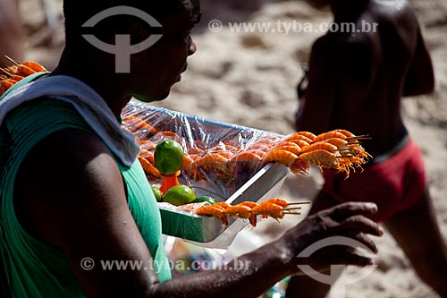 Assunto: Vendedor ambulante na praia do Arpoador  / Local: Rio de Janeiro - RJ - Brasil  / Data: Fevereiro 2011