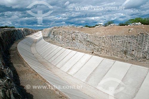 Assunto: Canal de concreto - Projeto de Integração do Rio São Francisco com as bacias hidrográficas do Nordeste Setentrional  / Local: Sertânia - Pernambuco (PE) - Brasil / Data: 08/2010