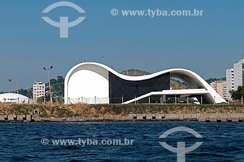 Assunto: Sede da Fundação Oscar Niemeyer no Caminho Niemeyer vista da Baía de Guanabara -  Projeto de Oscar Niemeyer  / Local:  Niterói  -  Rio de Janeiro  -  RJ  / Data: 02/2011