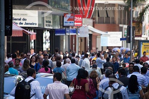 Assunto: Pessoas andando no centro da cidade / Local: Rio de Janeiro (RJ) - Brasil / Data: 03/2011
