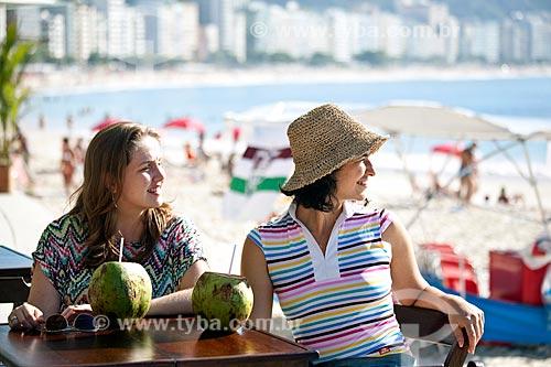 Assunto: Amigas olhando para a praia de Copacabana - DC nº 89 e nº 90 / Local: Rio de Janeiro (RJ) - Brasil / Data: 04/2011