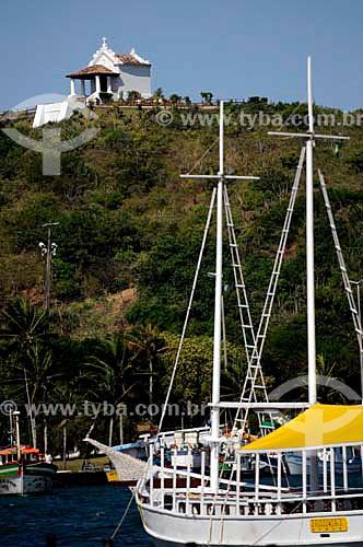 Assunto: Vista de barcos no Boulevard Canal com  Capela Nossa Senhora da Guia ao fundo  / Local: Cabo Frio - Rio de Janeiro (RJ) - Brasil  / Data: 12/2010