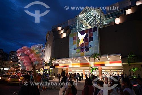 Assunto: Fachada do Madureira Shopping iluminada a noite / Local: Madureira - Rio de Janeiro (RJ) - Brasil / Data: 03/2011