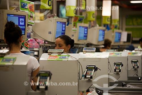 Assunto: Operadoras de caixa em supermercado no Shopping Cidade / Local: Belo Horizonte - Minas Gerais (MG) - Brasil / Data: 03/2011