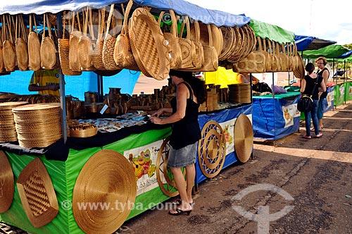 Assunto: Vista de barracas na Feira do Bosque com artesanato em capim dourado / Local: Palmas - Tocantins (TO) - Brasil / Data: 02/2011