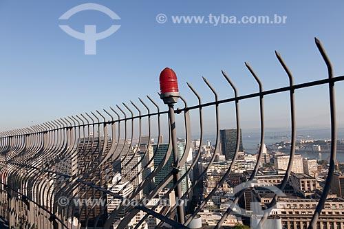 Assunto: Grade de proteção e luz de sinalização aérea do edifício Santos Dumont - Centro do Rio de Janeiro ao fundo / Local: Rio de Janeiro - RJ - Brasil / Data: 02/2011
