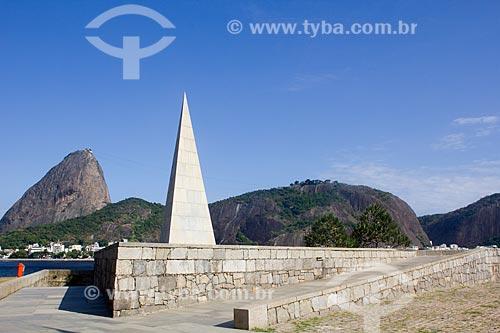 Assunto: Monumento a Estácio de Sá (Projetado por Lucio Costa) com Pão de Açúcar ao fundo / Local: Aterro do Flamengo - Rio de Janeiro - RJ - Brasil / Data: 02/2011