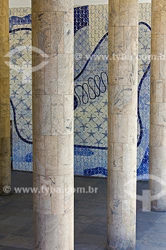 Assunto: Colunas do Palácio Gustavo Capanema (Antigo prédio do MEC) com painel de Cândido Portinari ao fundo / Local: Centro - Rio de Janeiro (RJ) -  Brasil / Data: 02/2011