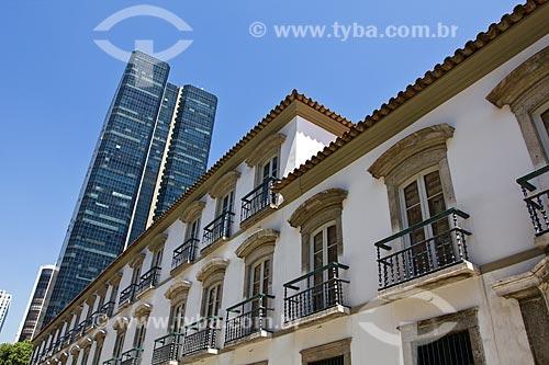 Assunto: Vista da fachada do Convento do Carmo e ao fundo prédio da Universidade Cândido Mendes / Local: Centro - Rio de Janeiro (RJ) - Brasil  / Data: 02/2011