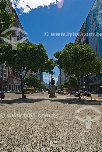 Assunto: Vista da Avenida Presidente Vargas com  busto de Pereira Passos ao fundo / Local: Centro - Rio de Janeiro (RJ) - Brasil  / Data: 12/2009