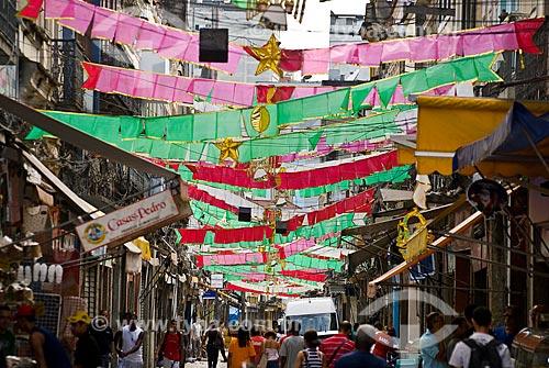 Assunto: Pedestres andando em rua da SAARA (Sociedade de Amigos das Adjacências da Rua da Alfândega) / Local: Centro - Rio de Janeiro (RJ) - Brasil  / Data: 11/2009