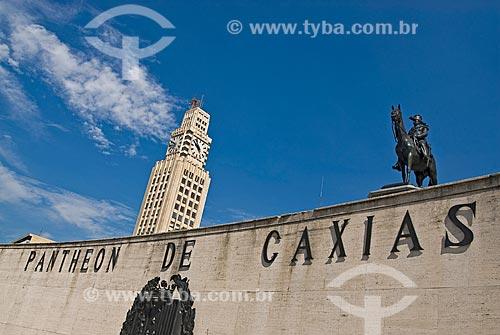 Assunto: Pantheon Duque de Caxias e em segundo plano Torre do relógio da Estação Central do Brasil / Local: Centro - Rio de Janeiro (RJ) - Brasil  / Data: 11/2009